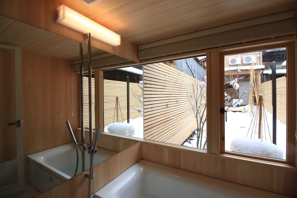 bath room (Detached room)
