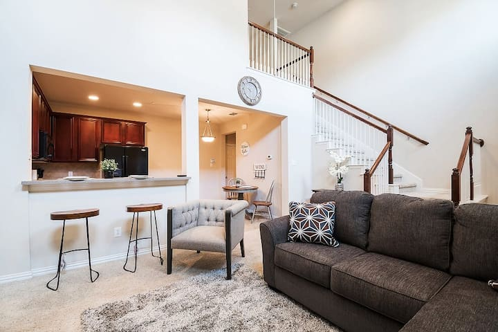 Hotel Luxury & Private Townhome Near DFW Airport