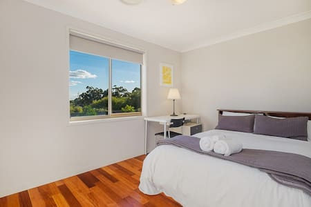 No.8 Large Double Room With Shared Bathroom - Bankstown