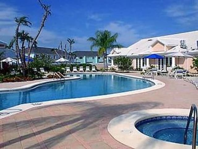 423.5 STUDIO sleeps 4: Disney World - Davenport - Wohnung