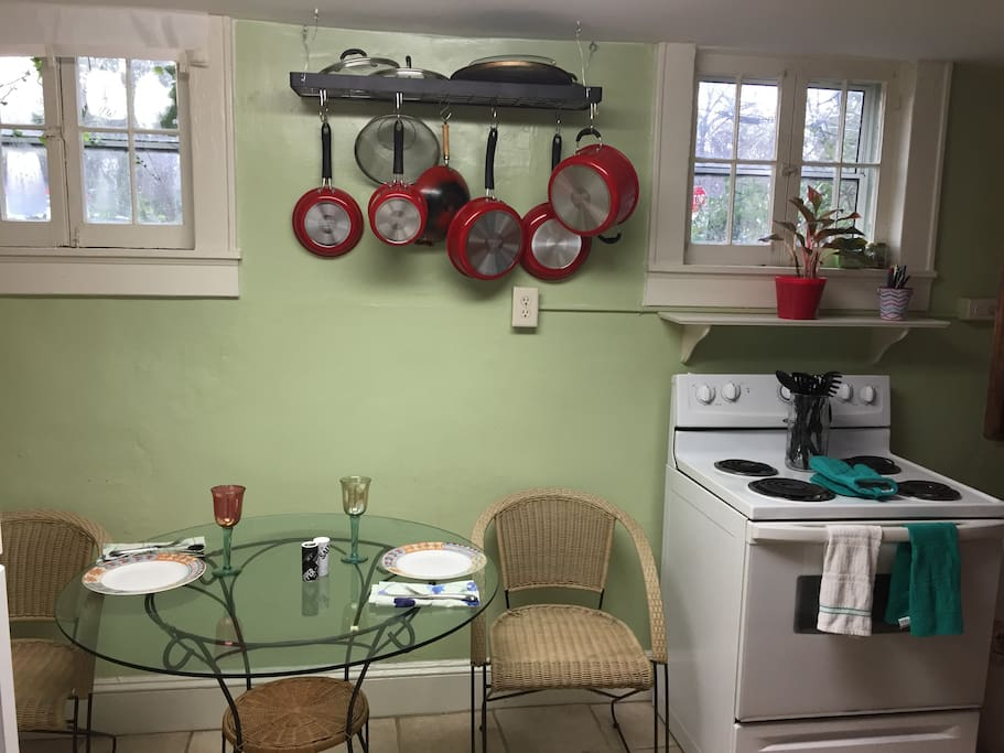 Fully stocked kitchen, toaster oven, Microwave, utensils, cookware...