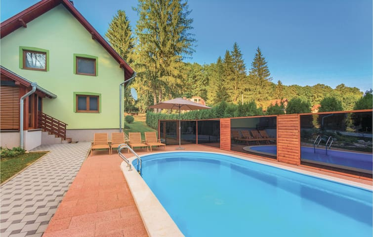 Holiday cottage with 3 bedrooms on 103 m² in Brestovac