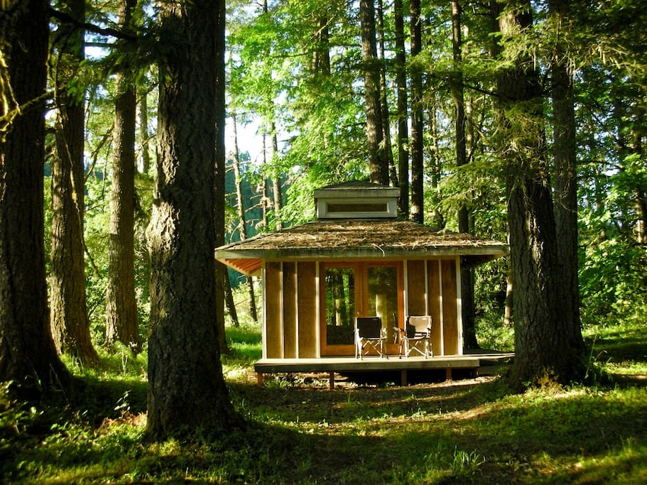 Cabin in the woods at tipi village cabanes louer for Cabin in the woods oregon