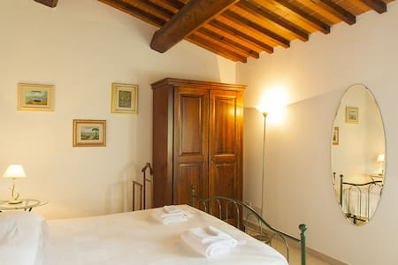 Bright family apartment with large Park Pool WiFi - Fucecchio