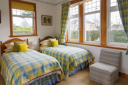 B&B 10 mins to city - twin ensuite - Inverness