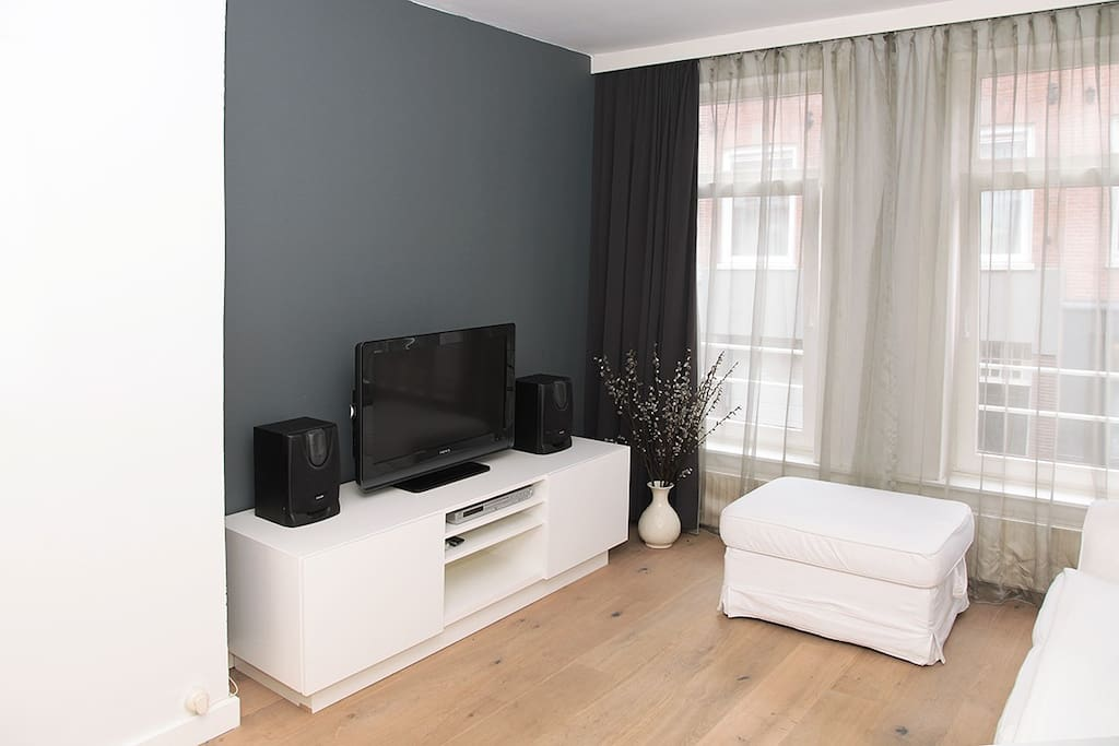 Lounge area with widescreen TV, DVD player and stereo