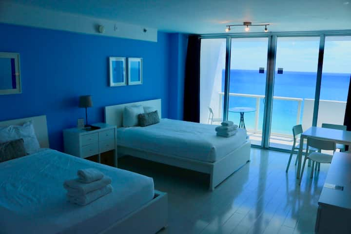 Oceanfront balcony studio, 4ppl free parking D1427