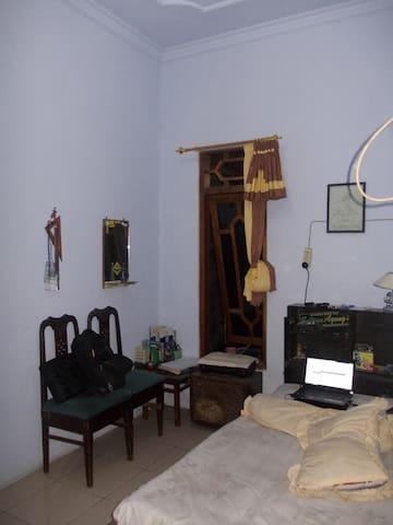 kamar yang eksotis dan menarik - Pati - Maison
