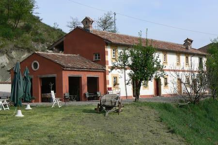Three houses in one - La Zerbetta - Gavi - Cottage