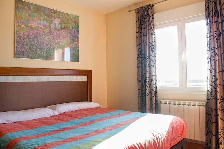 Habitacion en casa familiar - Purchil - Bed & Breakfast