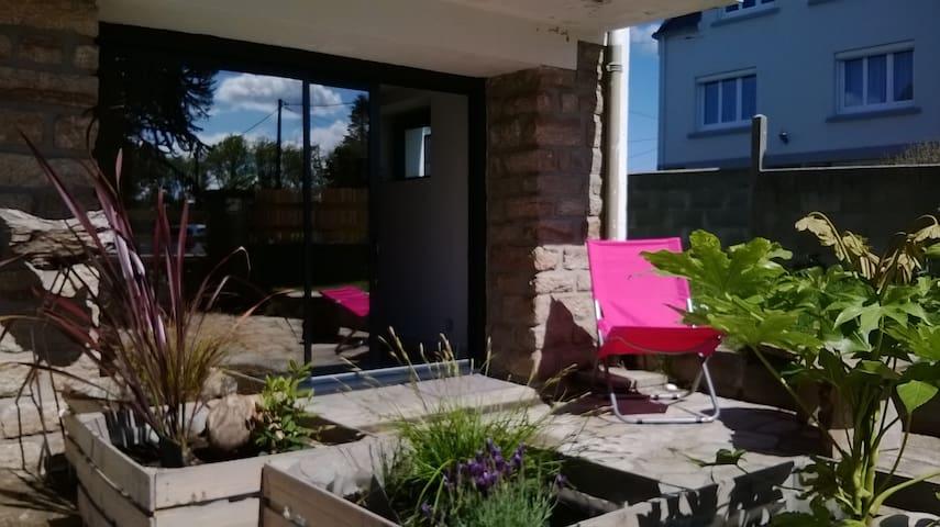 Studio en rez de jardin proche mer - Concarneau - Apartamento