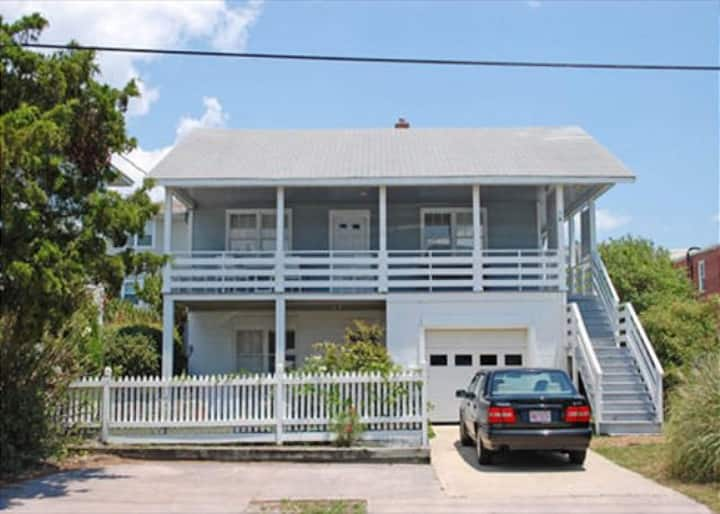 Craft (Lower Unit)-Relax at this economical and pet friendly duplex on the south end
