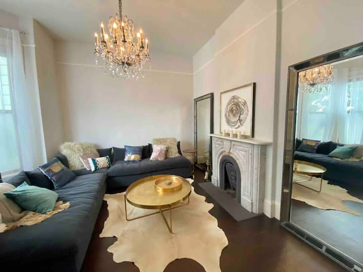 Oasis in Hayes with Private Patio
