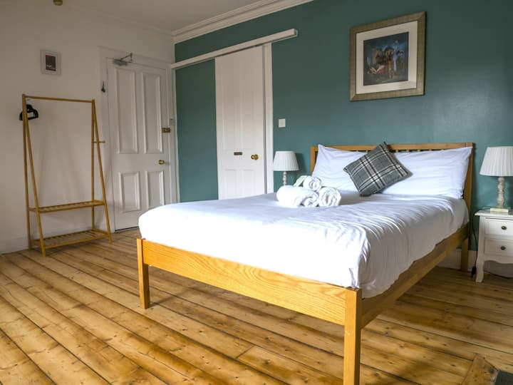 Emmaus house - Double bedrooms