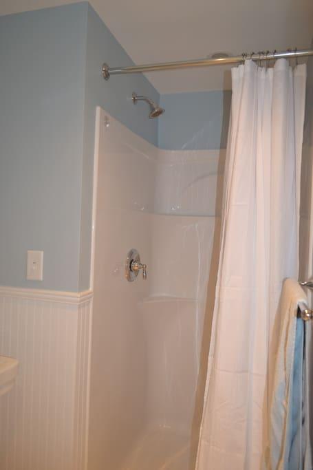 Roomy shower