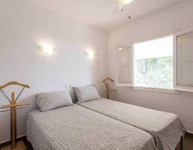 Bedroom 3 , 2 x 0,8 x 2 M