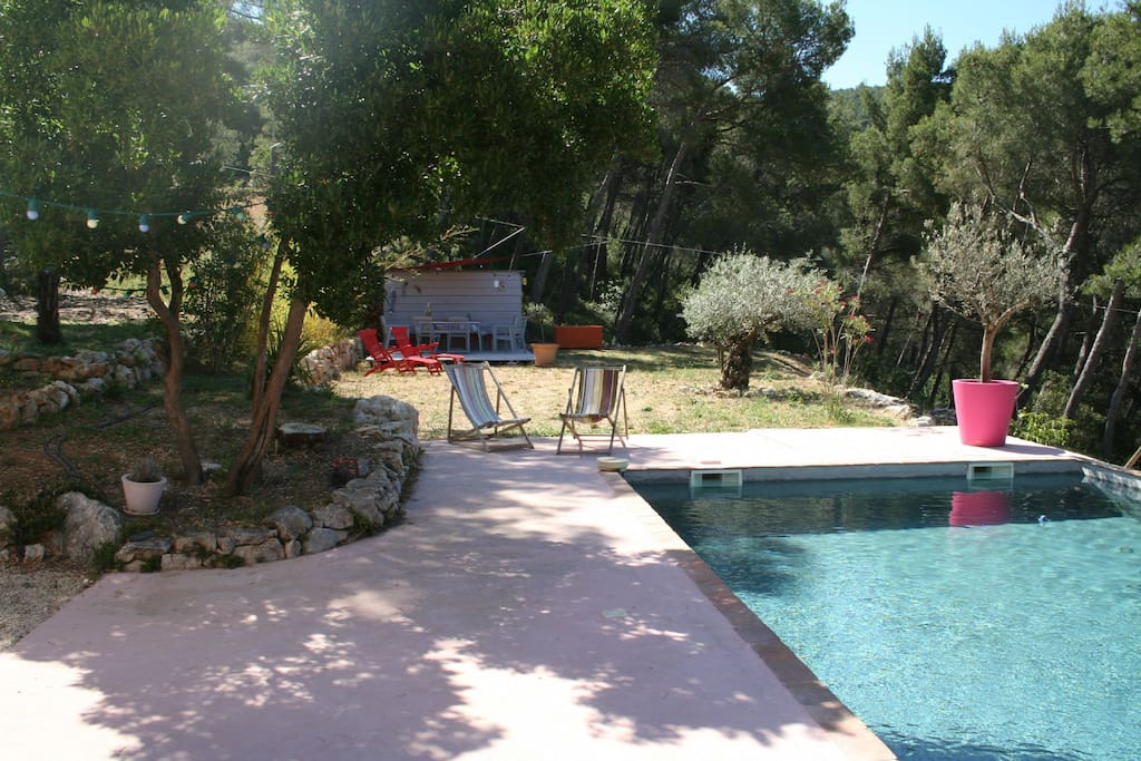 Bastide avec piscine au sud pr s k6 villas for rent in for Piscine gemenos