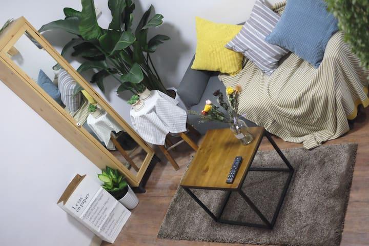 五分钟上下九步行街 | 体验在地广州生活 复古Loft双层带阳台 自然清新双人房 - Guangzhou