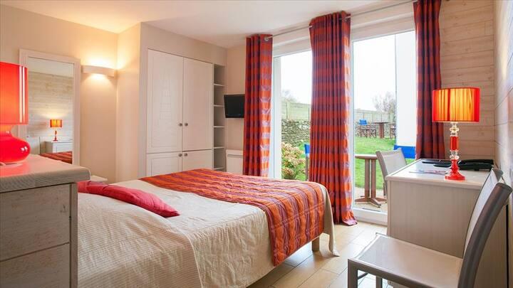 Chambre Beniguet situées côté cour avec une terrasse ou une petite vue sur mer
