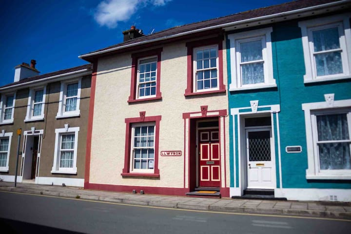 Seaside Townhouse in centre of Aberaeron