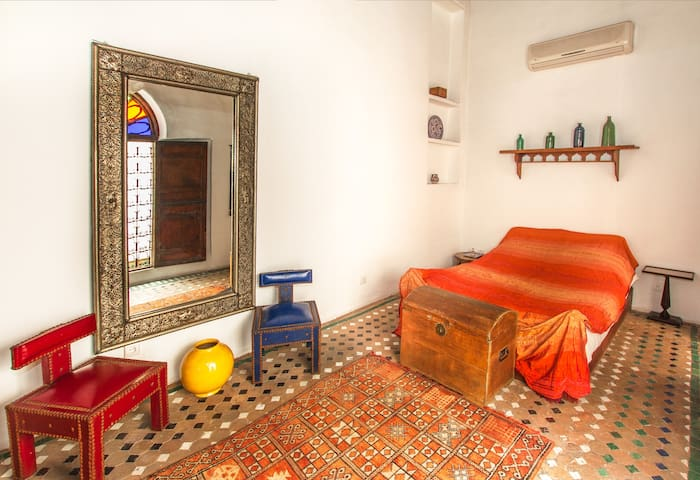 Stunning M'raya room in Medina Dar - Fés Medina - Bed & Breakfast