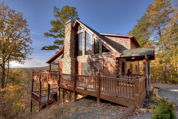 Appalachian View - Luxury Cabin with Hot Tub and Gorgeous Mountain View