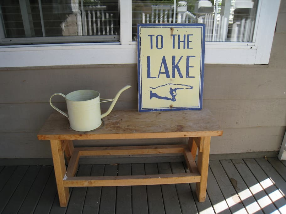 7 minute walk to the lake