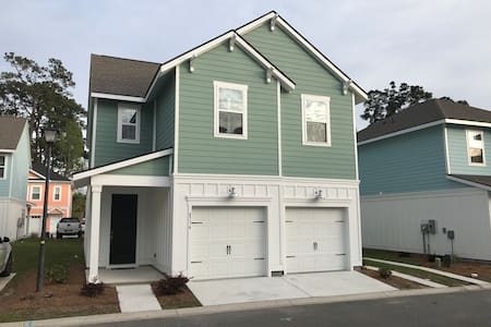 SEAs the Day- 3 BEDS, 2.5 BATHS, MILE FROM OCEAN!