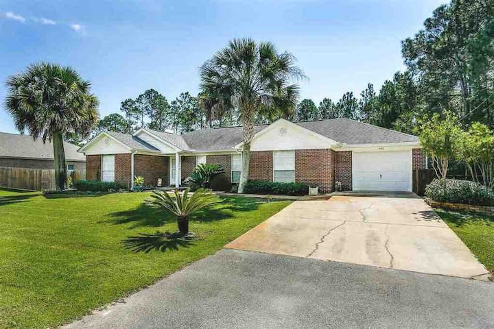Comfy & Spacious Navarre Beach Retreat