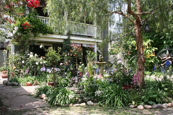 Lush Garden Guesthouse near Abbot Kinney - Los Angeles - Chambre d'hôtes