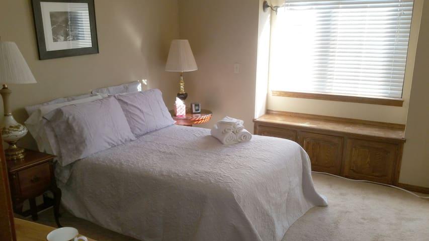 Private Bedroom In Upscale Home (Silver Room) - San Martin - Casa
