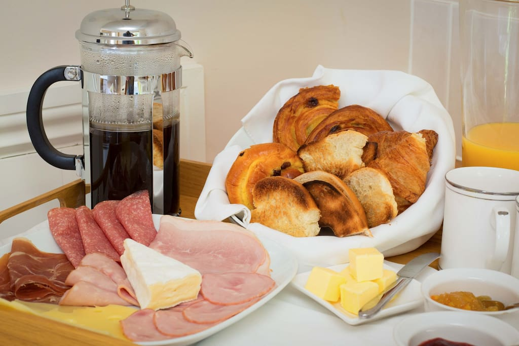 Delicious continental breakfast with hot and vegan options on request..juices, cereal etc provided...