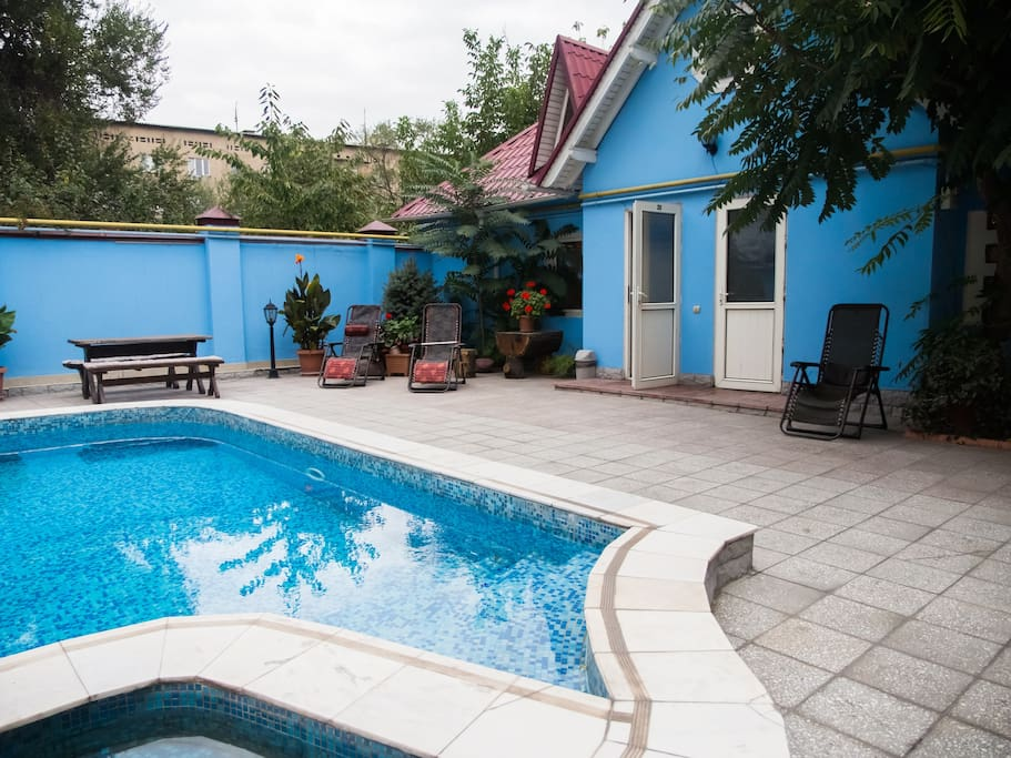 летний открытый бассейн