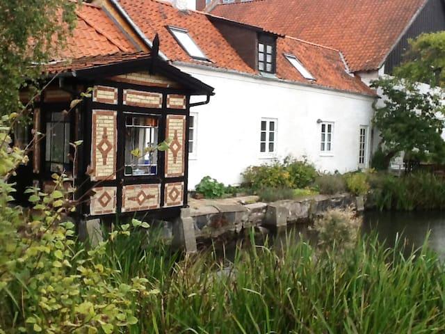 I Damgade udlejes hyggeligt gammelt byhus