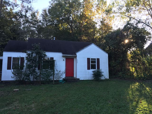 Game house. 1 mile from campus 2 bedrooms/1 bath