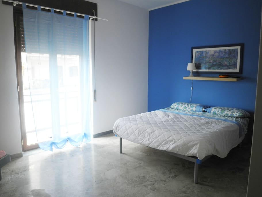 Bedroom in south italy ionian sea apartments for rent in for Italian themed bedroom