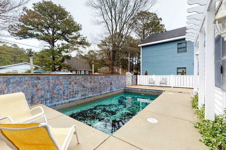 South Bethany canalfront house w/ 2 docks, pool table, outside shower & grills