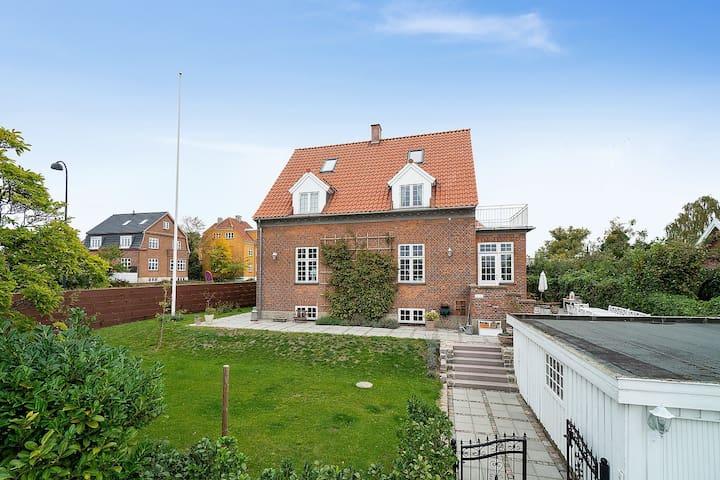 Wonderful villa - close to city and sea