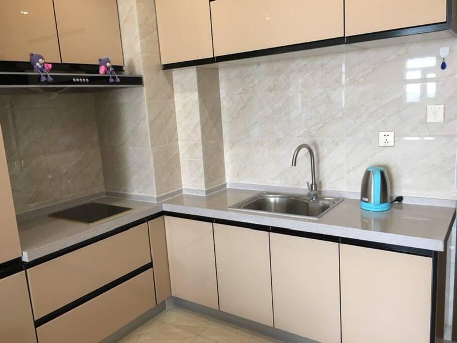 灶具、厨具、餐具一应俱全, 您可以一展身手。