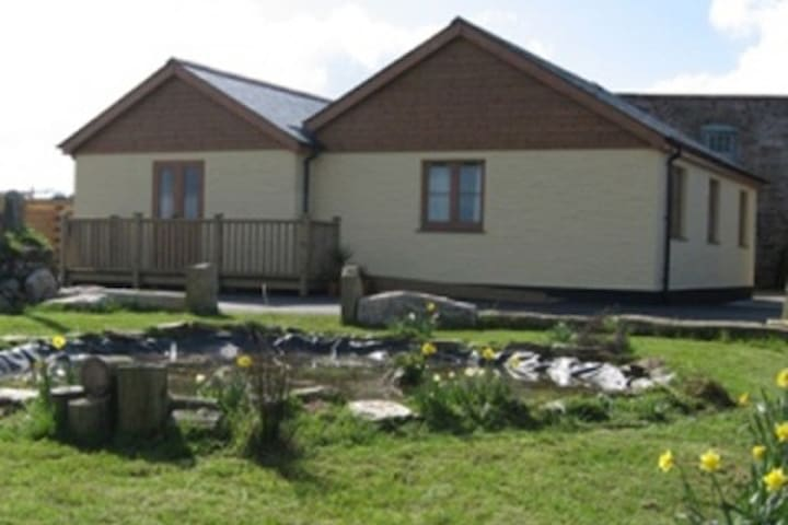Quality barn close to coast Cornwall - Mount Hawke - Casa