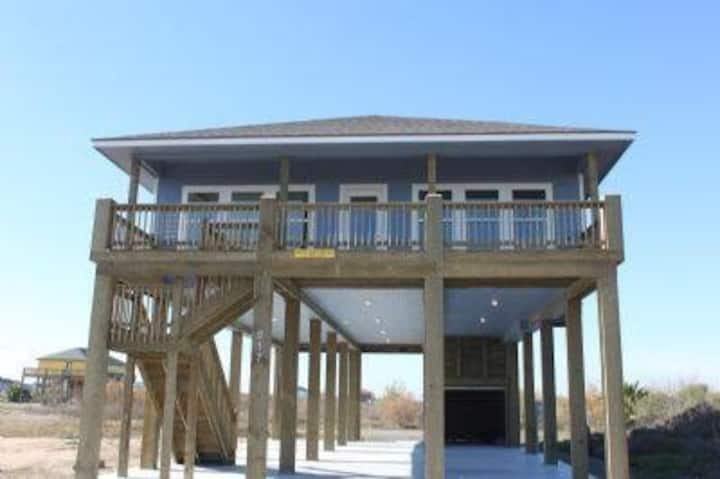 Beautiful  Beach House-Crystal Beach, TX