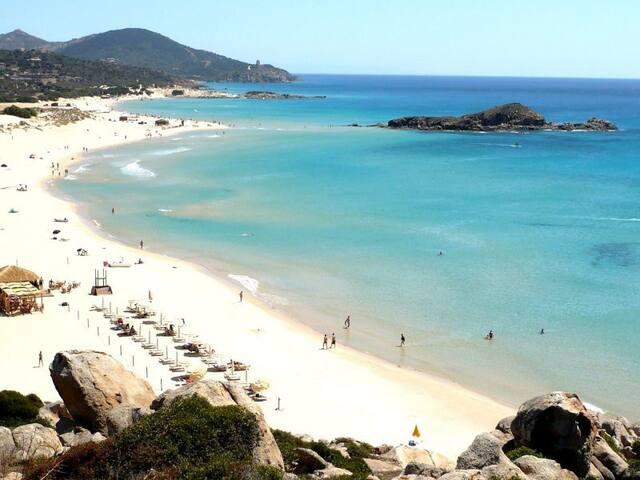 Spiaggia di Chia, nelle vicinanze