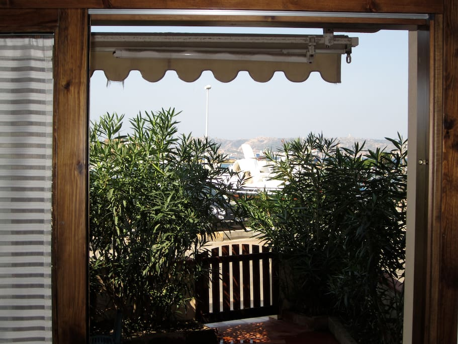 Nice terrace with seaview, ideal for eating. Exposed to the sunset