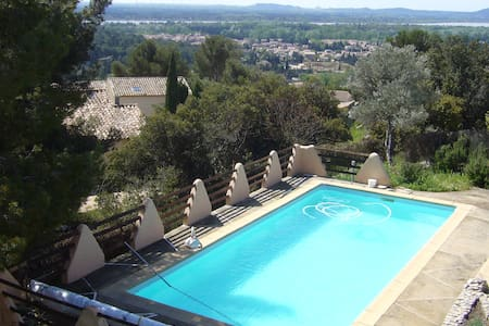 quiet homeliness, panoramic view - Aramon - Bed & Breakfast