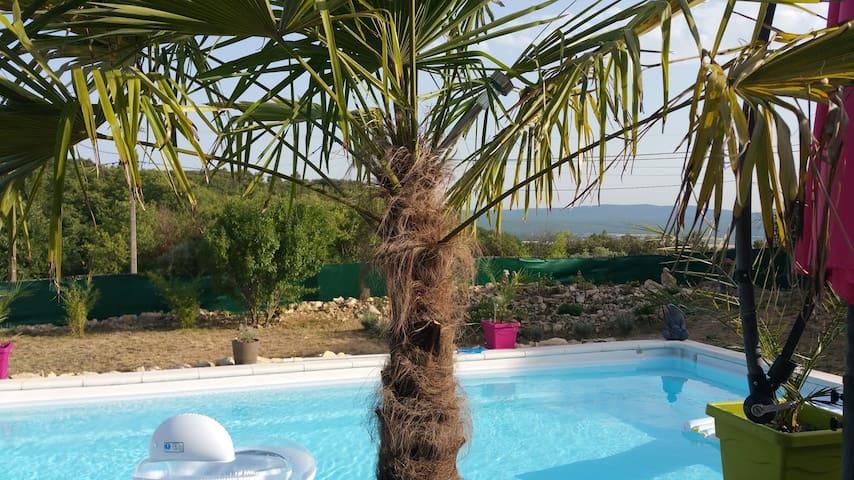 SUITE dans villa piscine vue sur la Saint Baume - Ginasservis - Casa