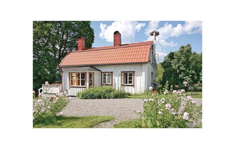 Holiday cottage with 3 bedrooms on 80 m² in Rimbo
