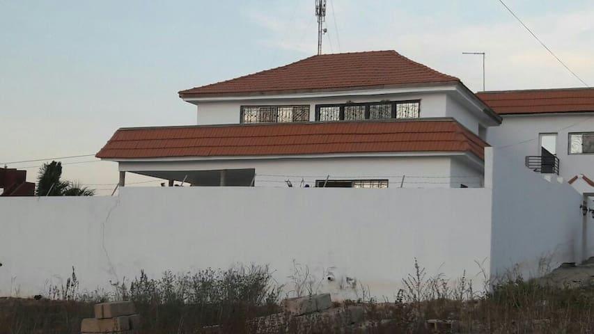 Villa avec piscine ! - Toubab Dialao - Casa