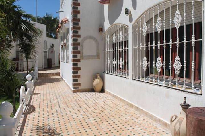 Chambre privée à Malabata Guest House