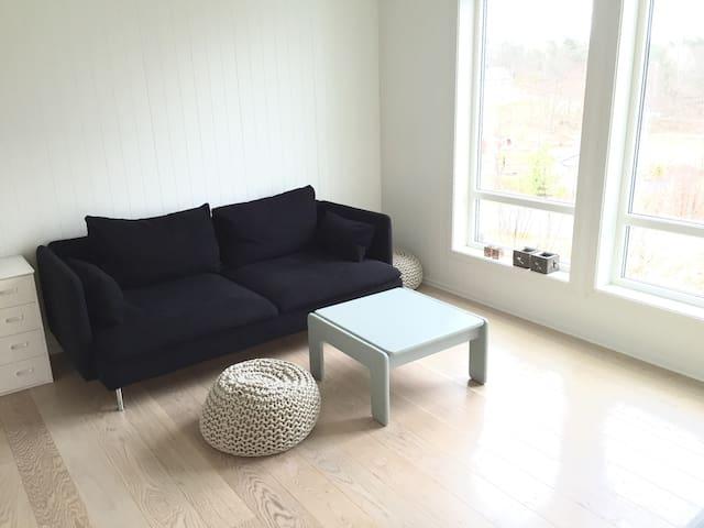 Idyllisk beliggende hus i skogkanten - Grimstad - Rumah
