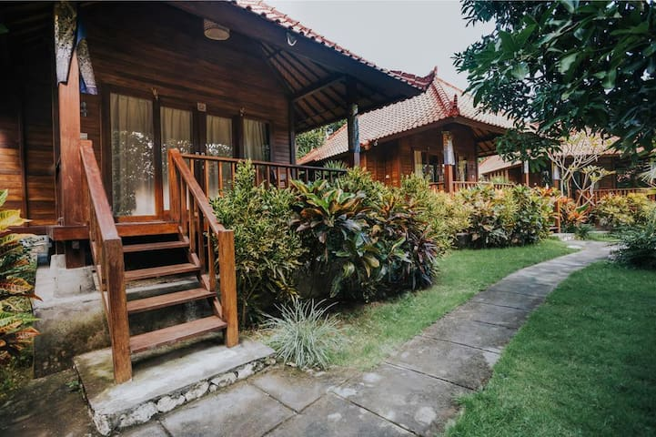 5 Huts Boutique Villa at Lembongan beach